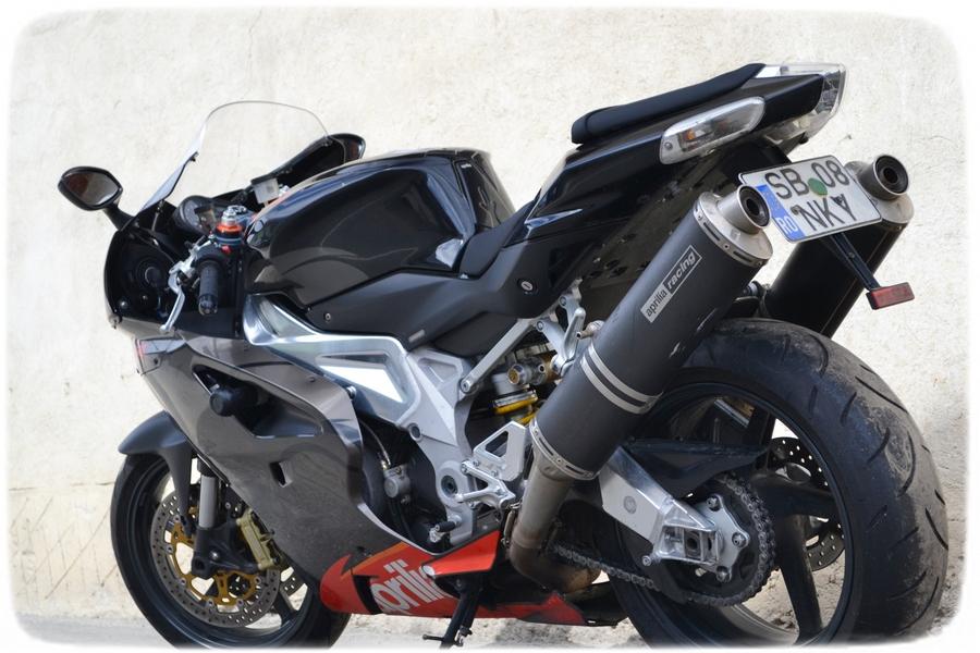 motocicleta Aprilia RSV 1000