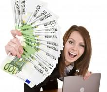 kobieta-euro-pieniadze-laptop-1315836633