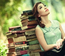 Wallpaper of beautiful girls are reading the books (8)